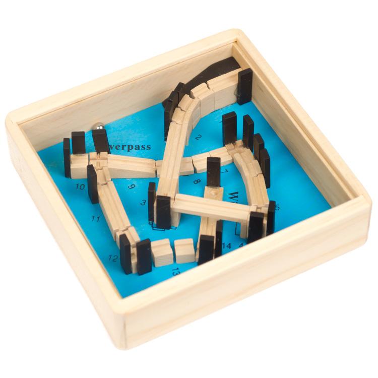 Labirint cu bile pe albastru-0